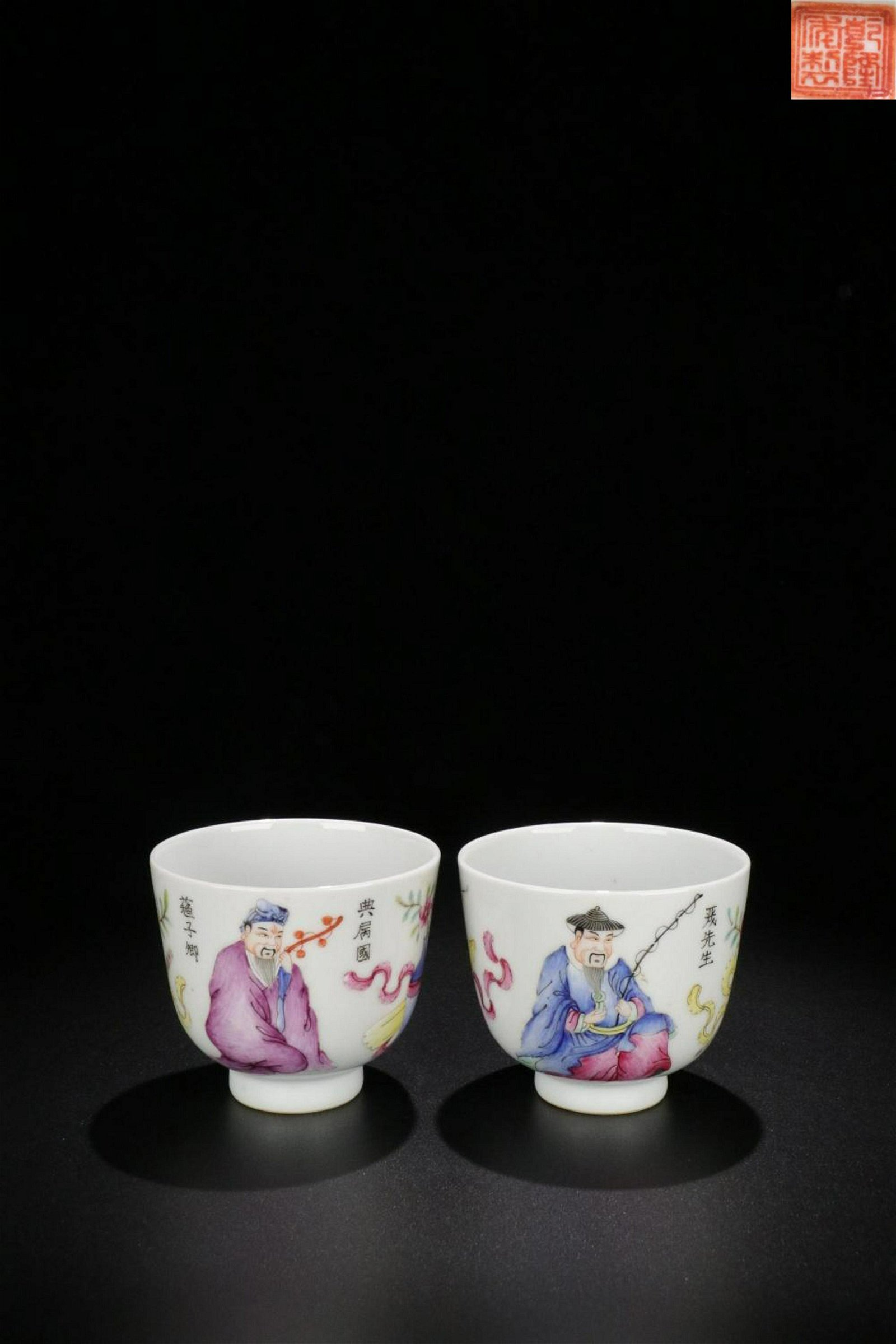 A PAIR OF FAMILLE ROSE CHARACTER STORY PATTERN CUPS