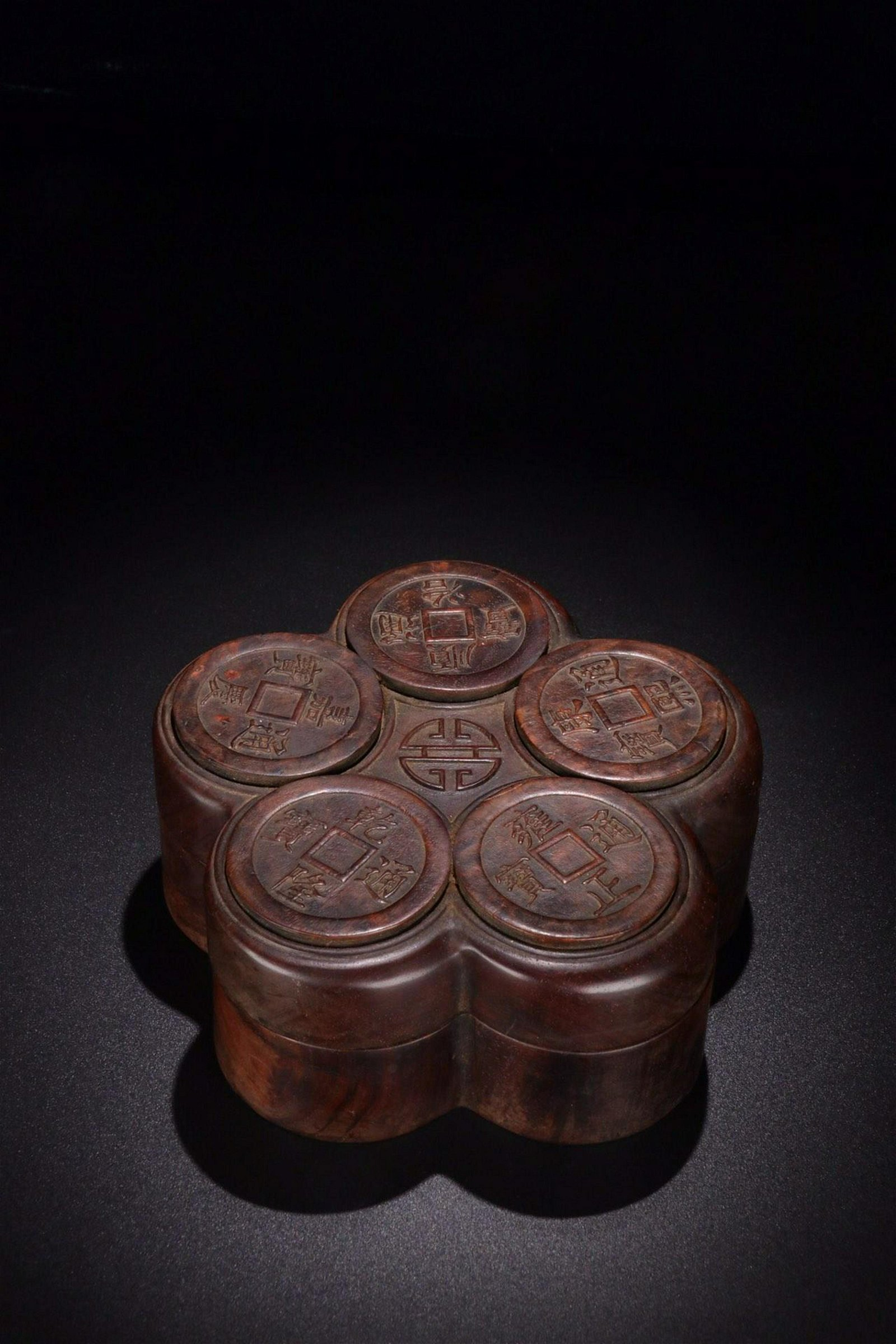 A SET OF CHENXIANG WOOD RINGS WITH A HUANGHUA WOOD COIN