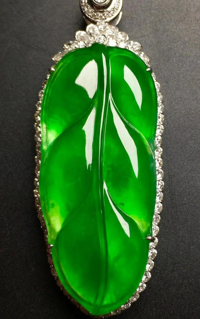 A GREEN JADEITE CARVED LEAF PENDANT