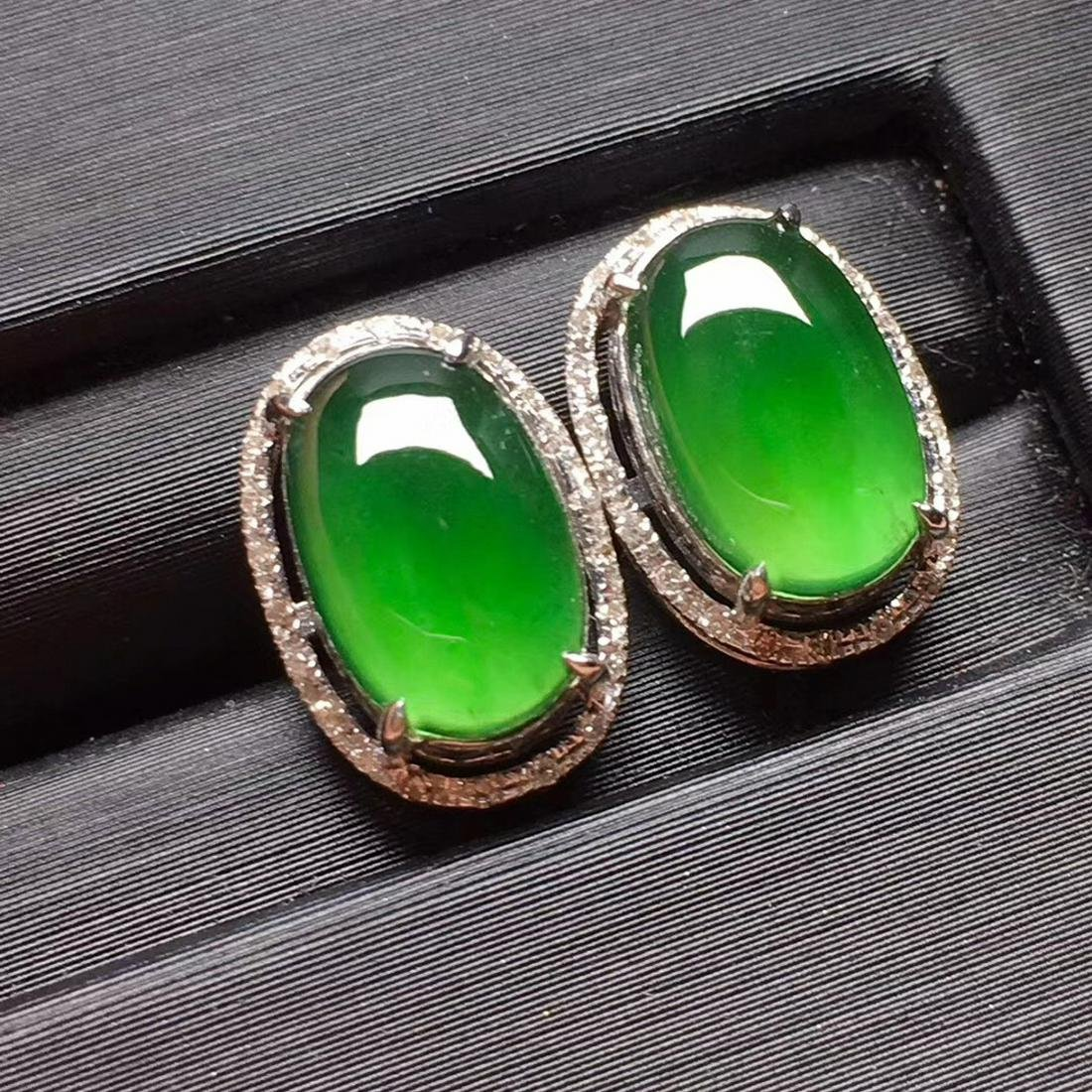 A PAIR OF GREEN JADEITE CARVED CIRCLE EARINGS