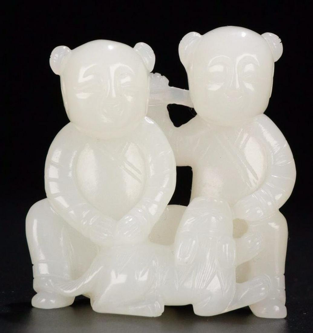 A HETIAN JADE CARVED FIGURE SHAPED PENDANT