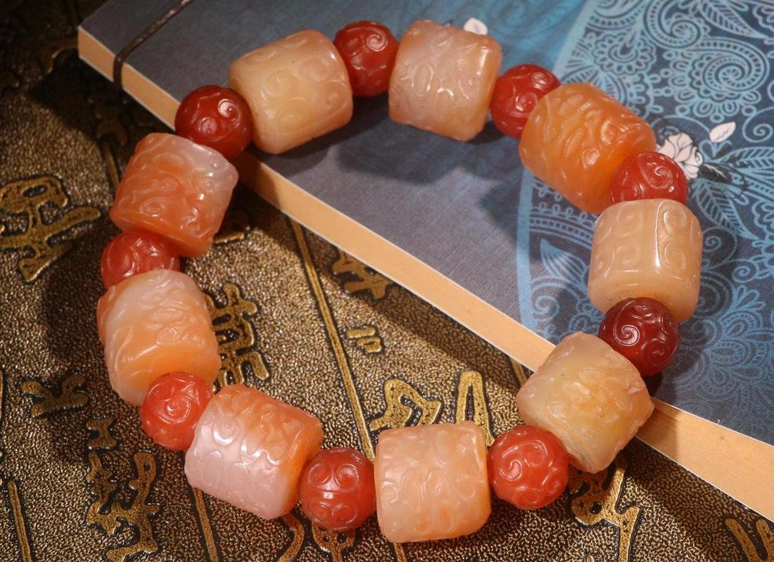 A OLD AGATE DRAGON PATTERN BRACELET