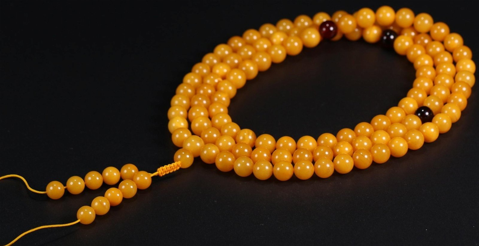 A AMBER ROSARY