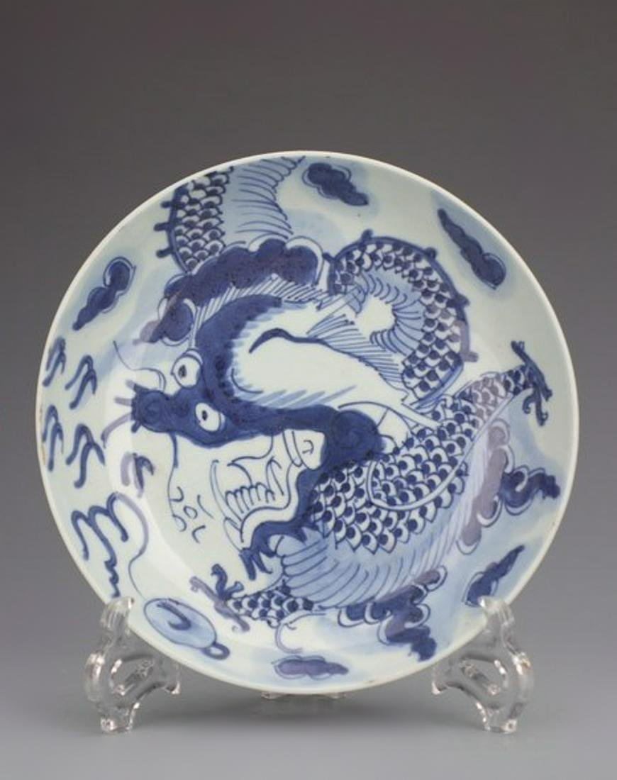 A BLUE AND WHITE 'DRAGON' PLATE