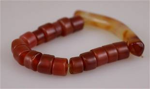AN AGATE BRACELET WITH ONE BIG AGATE 16 SMALL AGATE
