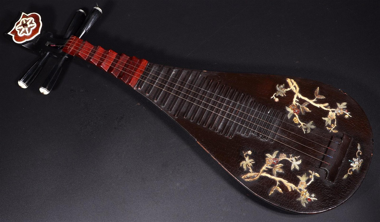 A LACQUER WITH GEM FLOWER PATTERN PIPA