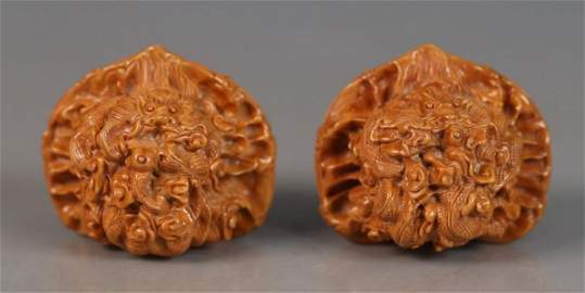 PAIR OF WALNUT CARVED DRAGON PATTERN PENDANT
