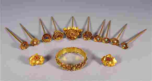 SET OF GILT SILVER WITH FLOWER HAIRPINS