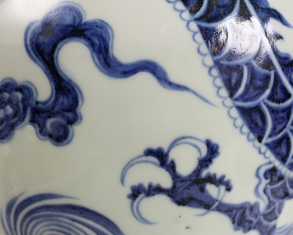 BLUE & WHITE DRAGON PATTERN VASE - 10