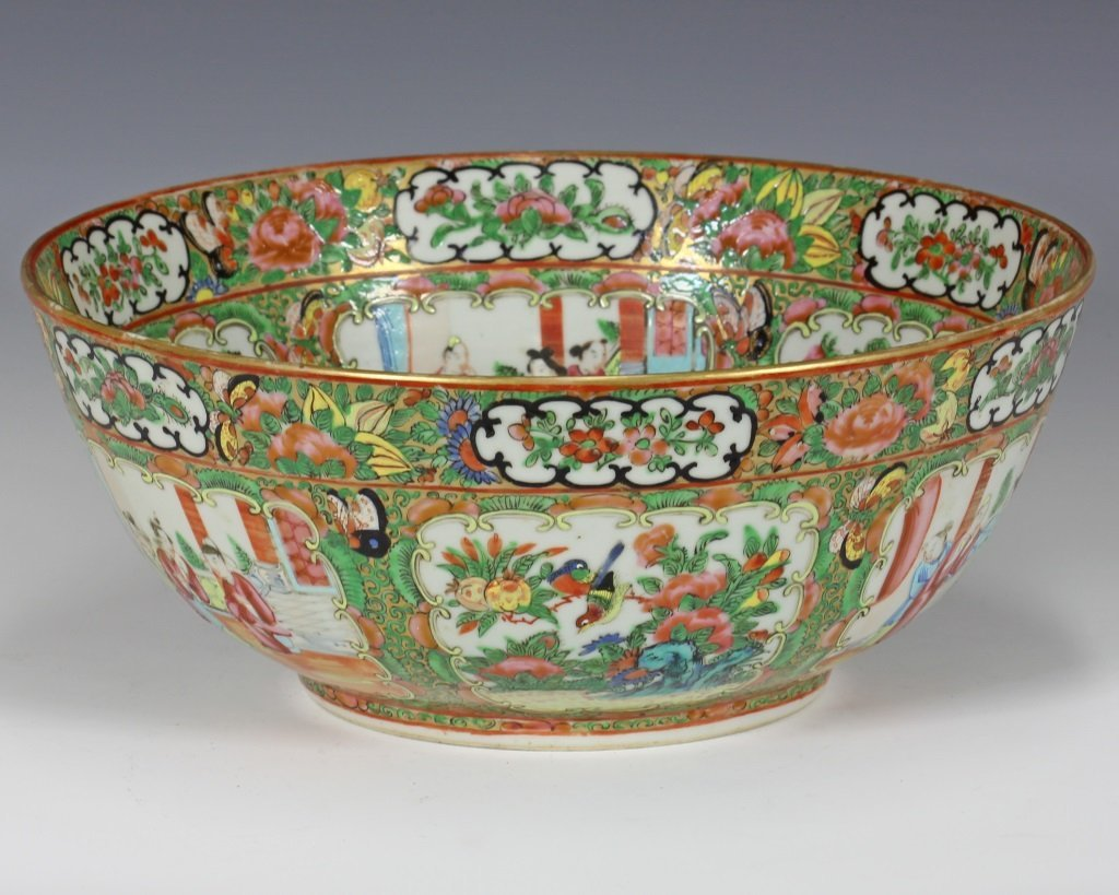 Large Cantonese Famille Rose Punch Bowl and Platte - 5