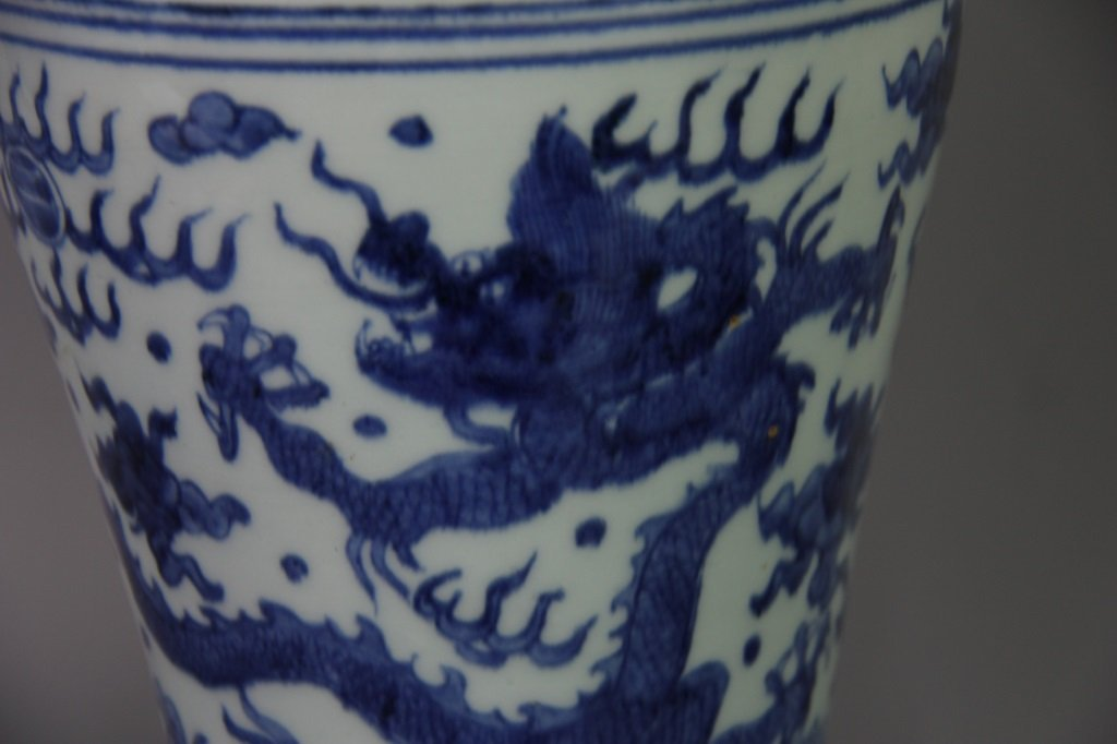 PAIR OF MING WANLI MARK DRAGON DESIGN VASES - 3