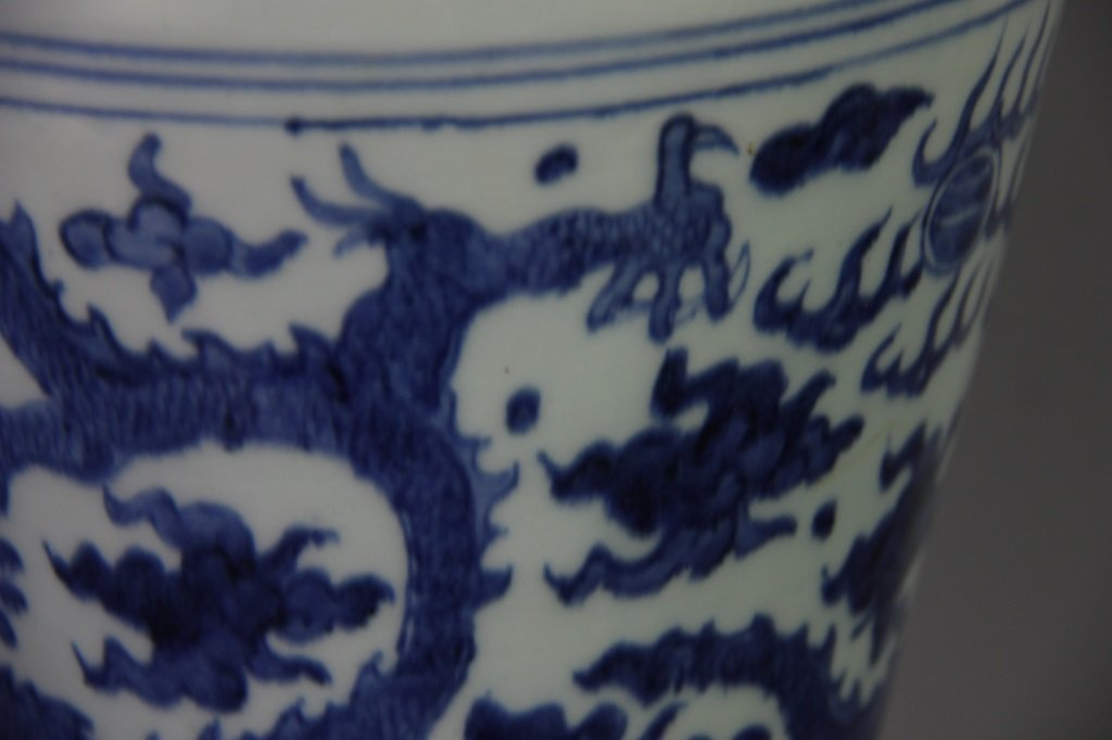 PAIR OF MING WANLI MARK DRAGON DESIGN VASES - 4