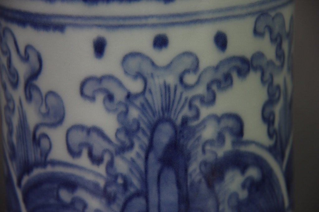 PAIR OF MING WANLI MARK DRAGON DESIGN VASES - 6