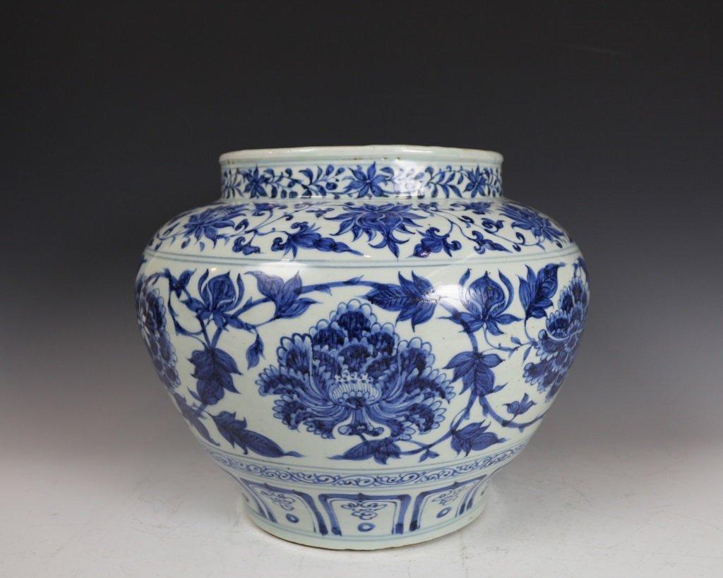 BLUE&WHITE LOTUES PATTERN JAR