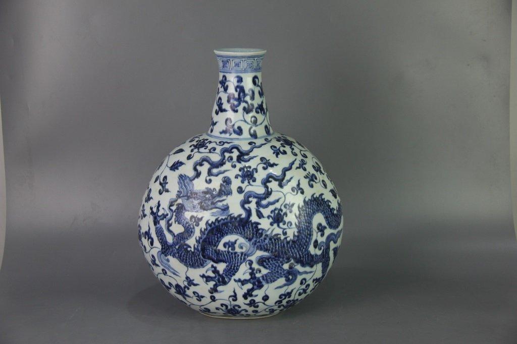MING XUANDE MARK BLUE&WHITE FLAT VASE - 2