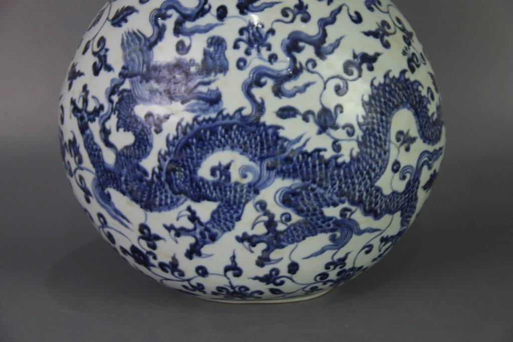 MING XUANDE MARK BLUE&WHITE FLAT VASE - 4