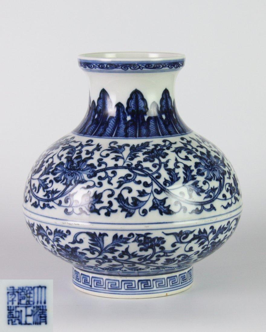 YONGZHENG MARK BLUE&WHITE LOTUS JAR