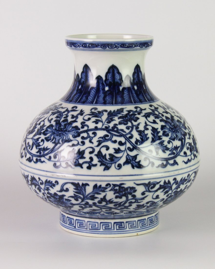 YONGZHENG MARK BLUE&WHITE LOTUS JAR - 2