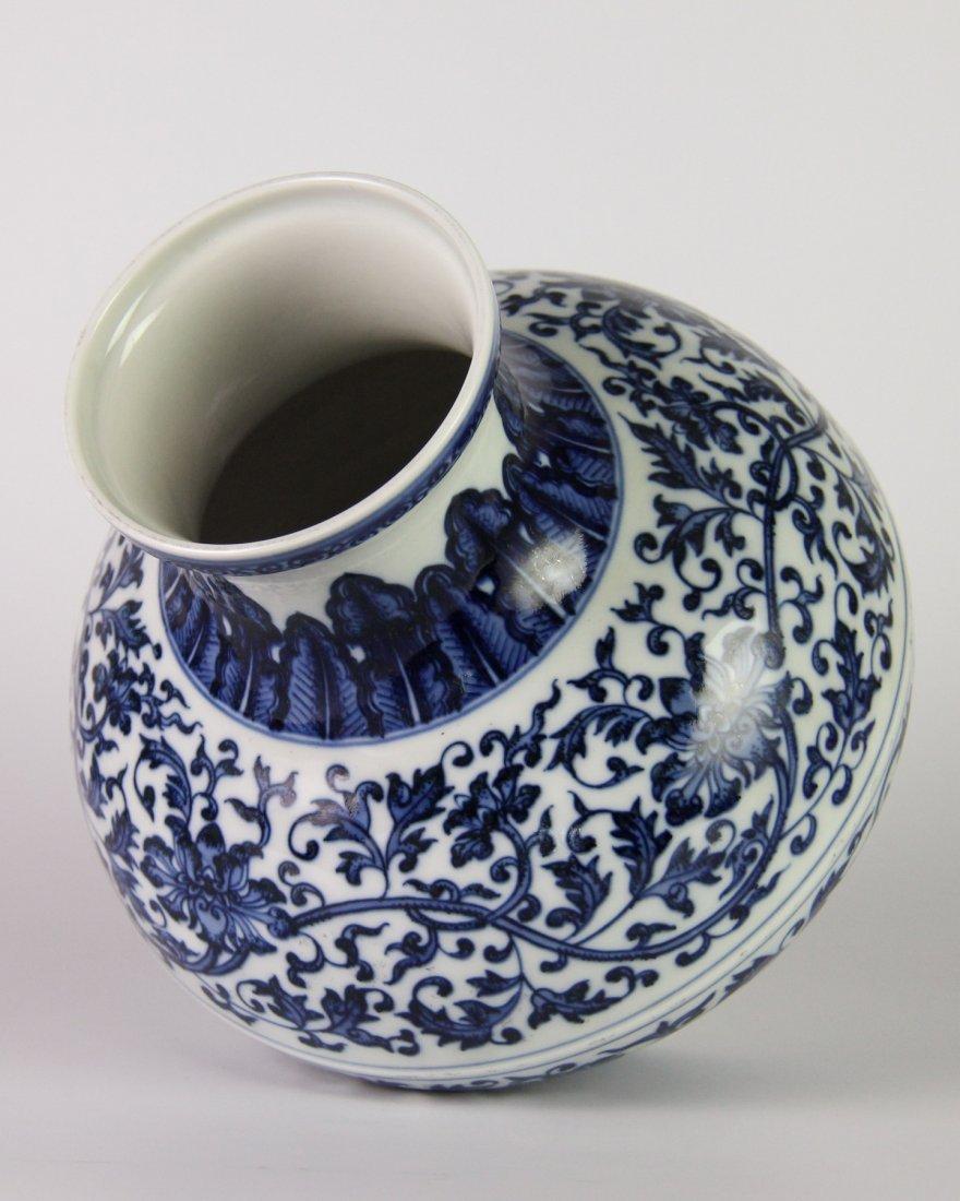 YONGZHENG MARK BLUE&WHITE LOTUS JAR - 3