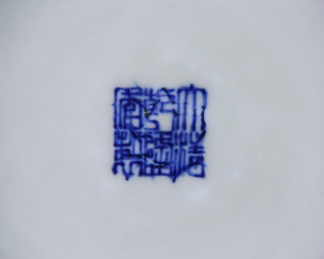 DAQING QIANLONG NIANZHI MARK BLUE&WHITE BOTTLE VASE - 10