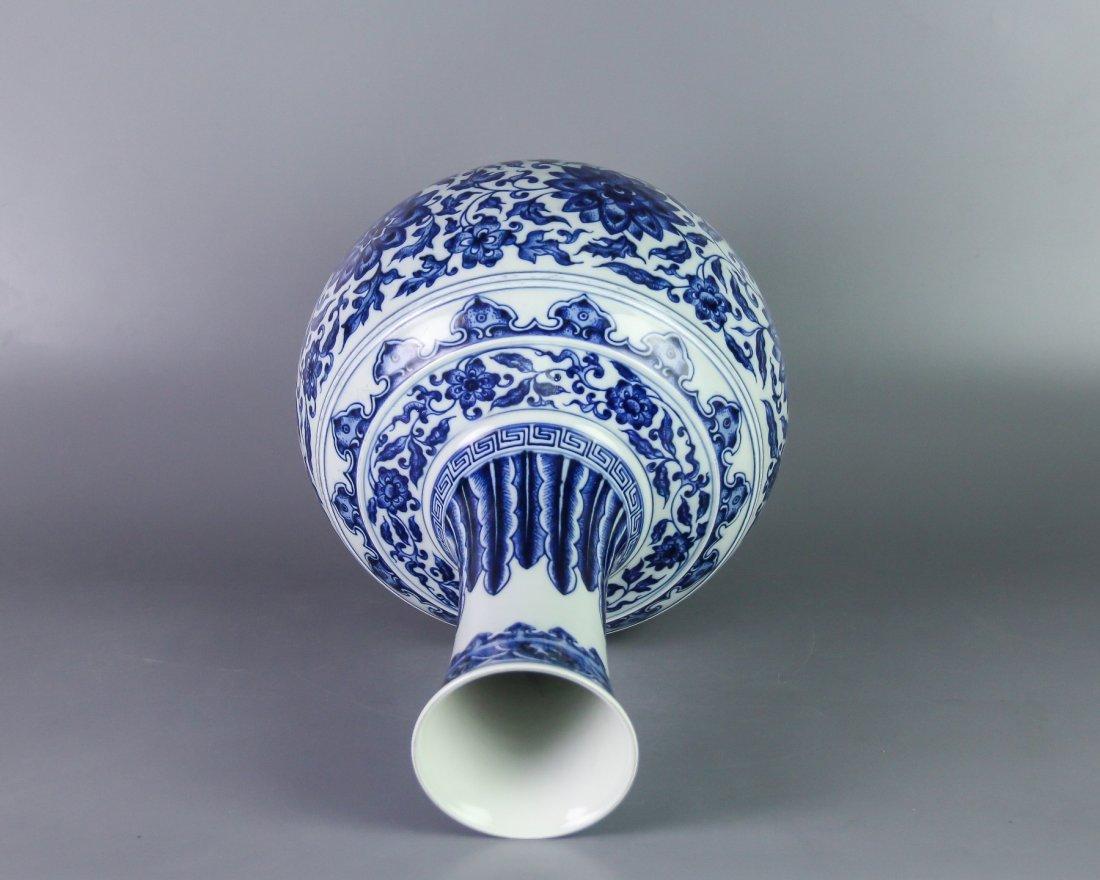 DAQING QIANLONG NIANZHI MARK BLUE&WHITE BOTTLE VASE - 3