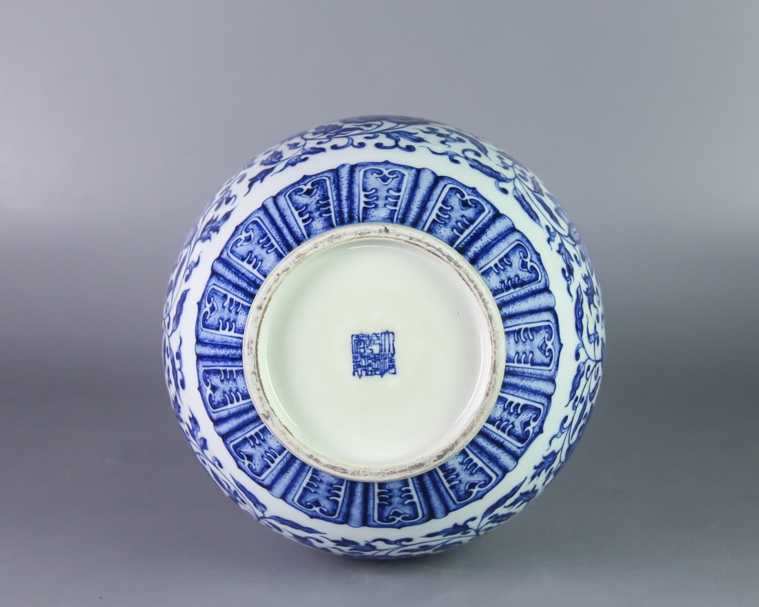 DAQING QIANLONG NIANZHI MARK BLUE&WHITE BOTTLE VASE - 4