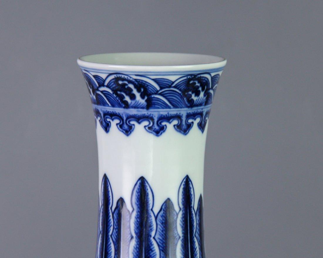 DAQING QIANLONG NIANZHI MARK BLUE&WHITE BOTTLE VASE - 5