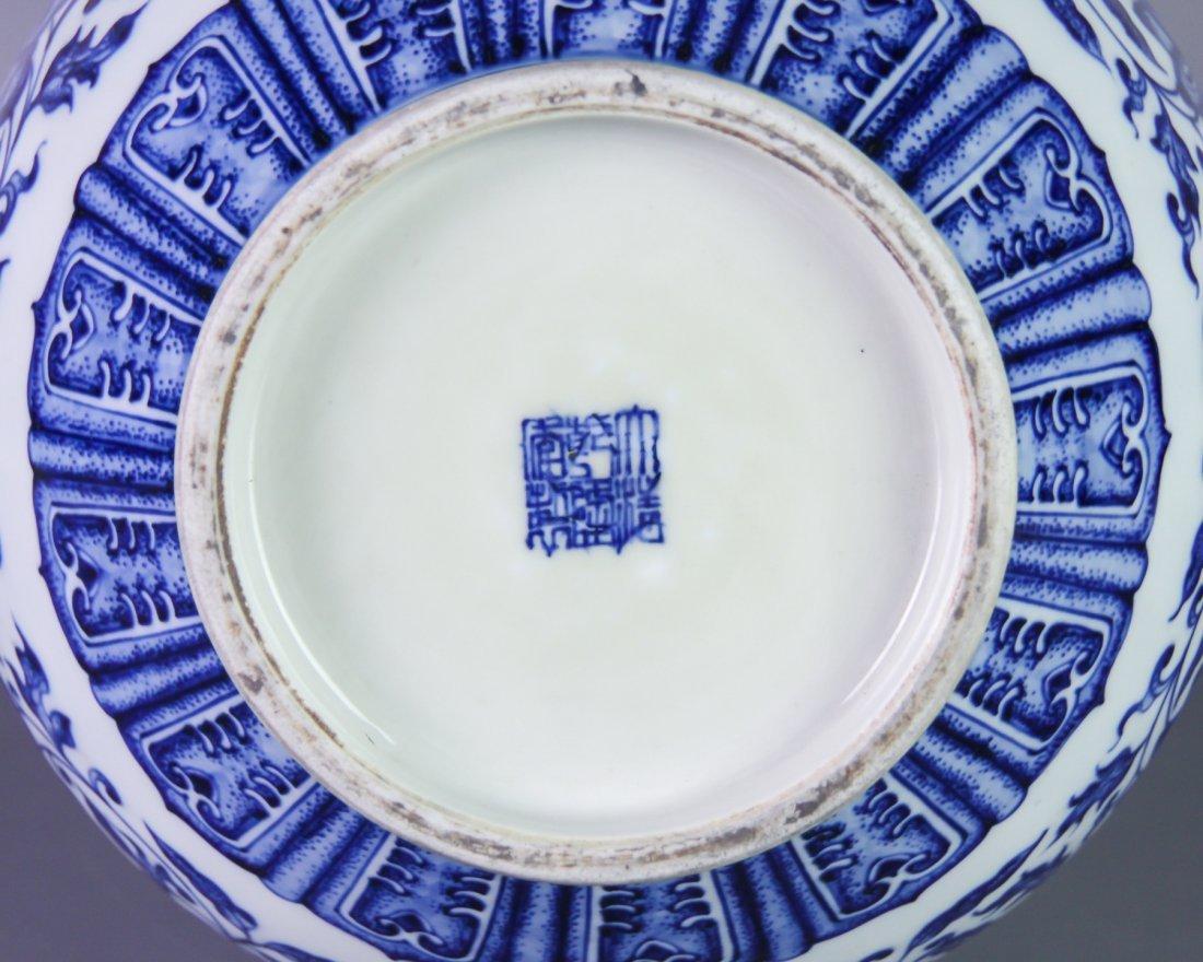 DAQING QIANLONG NIANZHI MARK BLUE&WHITE BOTTLE VASE - 9