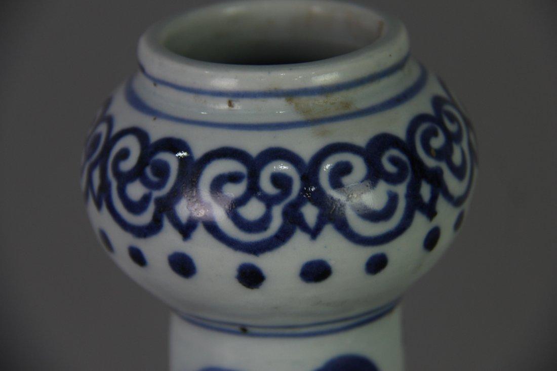 PAIR OF MING BLUE&WHITE GARLIC HEAD VASES - 3