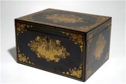 A Chinese export gilt lacquer tea box, 19th C.
