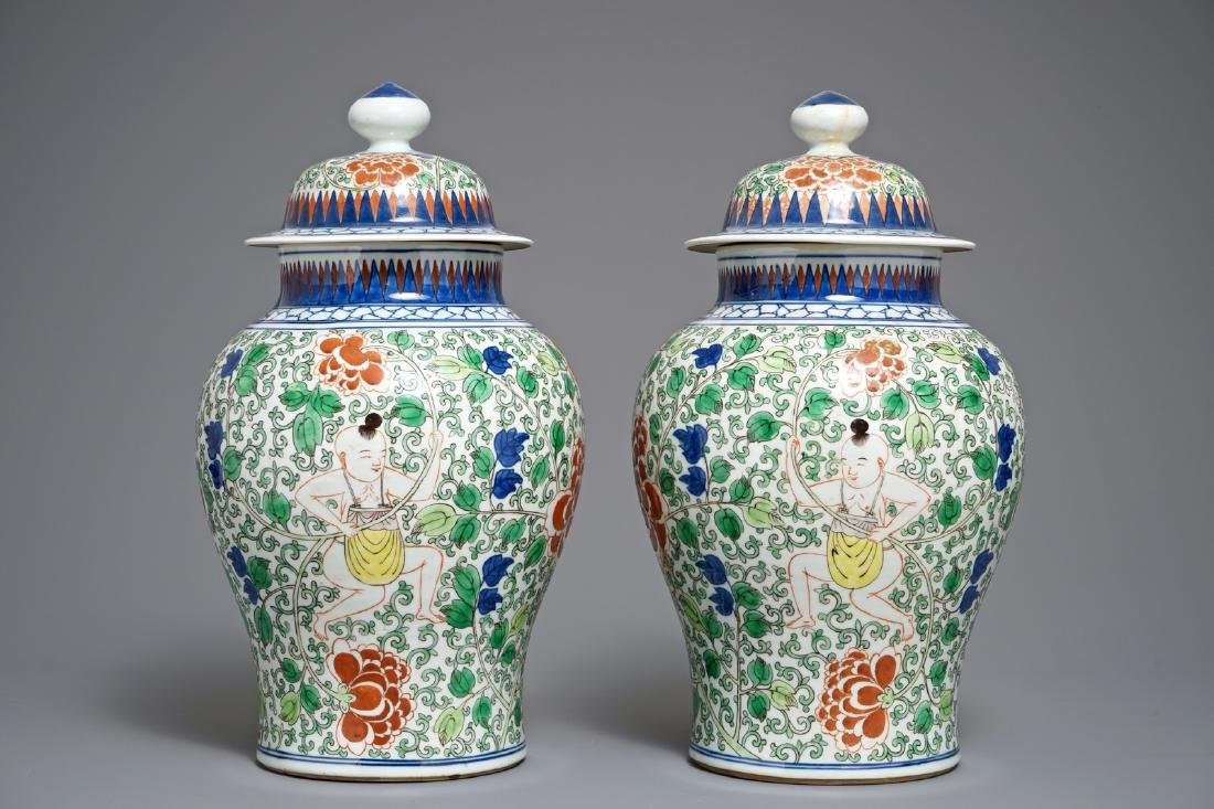 A pair of Chinese wucai vases and covers, Chenghua