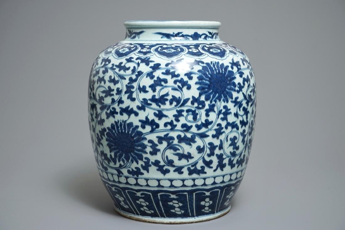 A Chinese blue and white lotus scroll jar, 19th C. - 2