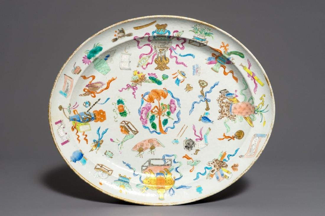 A large Chinese famille rose oval dish, 19th C.