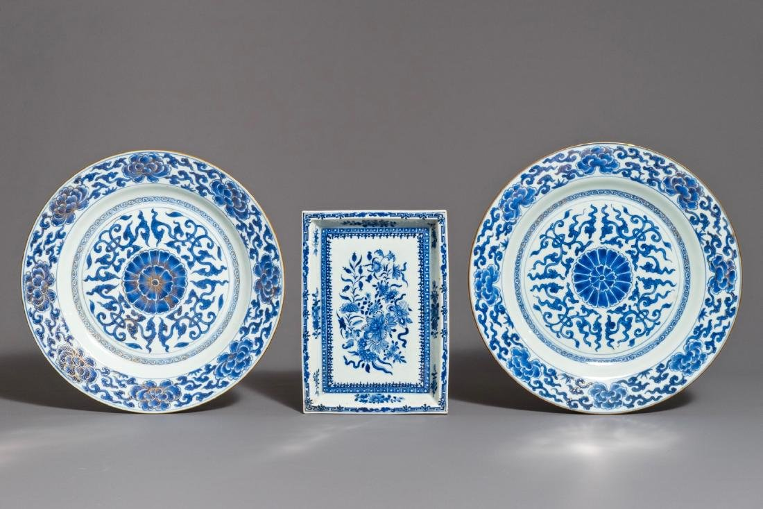 A pair of Chinese blue and white dishes and a