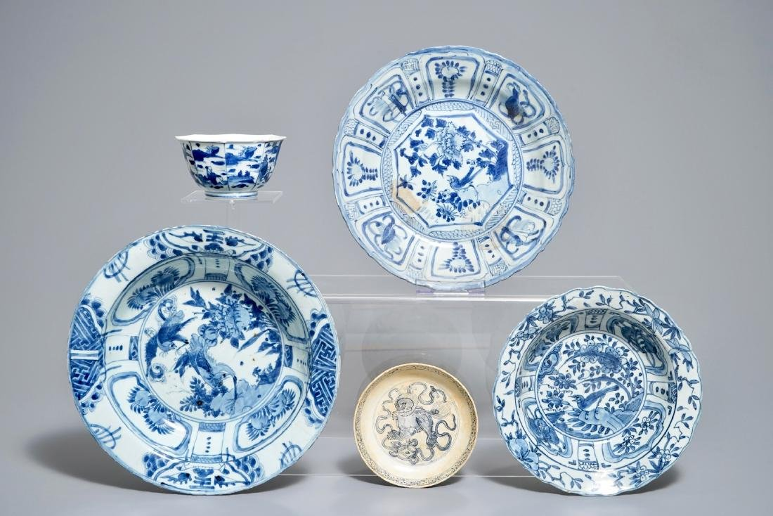 Five Chinese blue and white plates and bowls, Wanli,