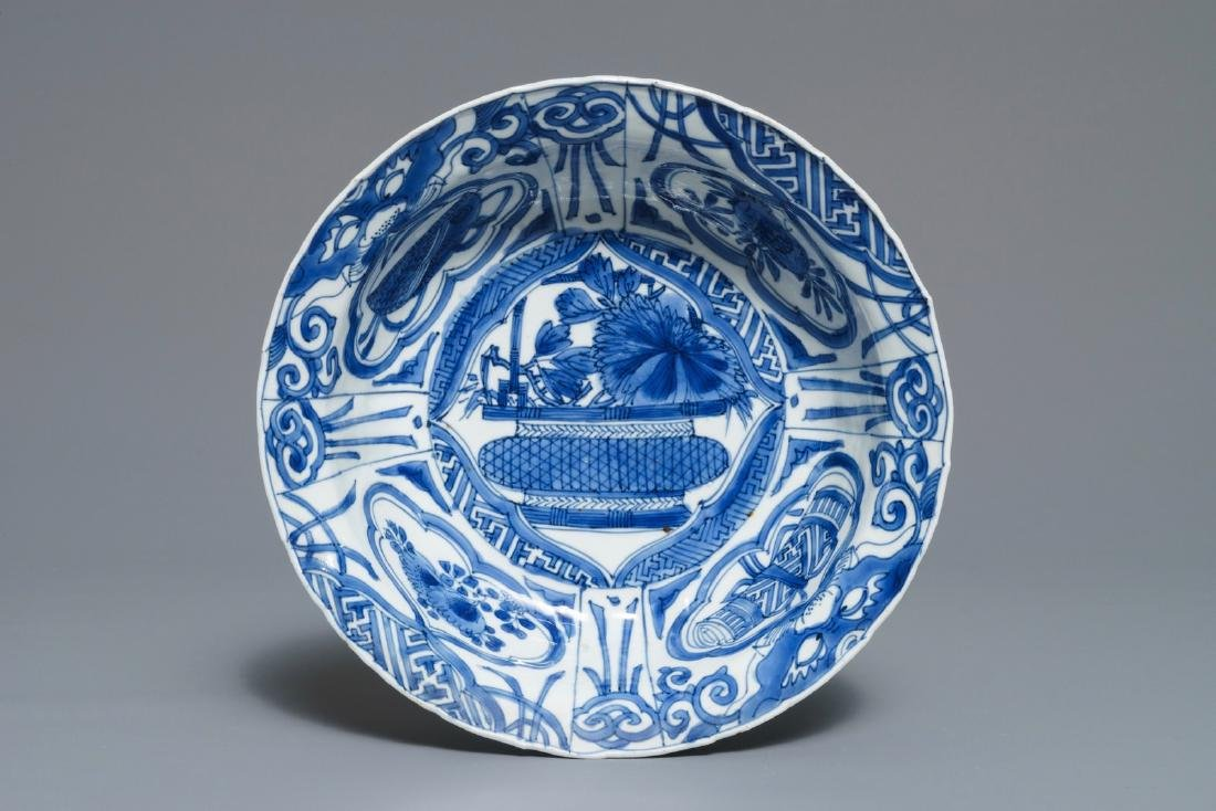A Chinese blue and white kraak porcelain klapmuts bowl
