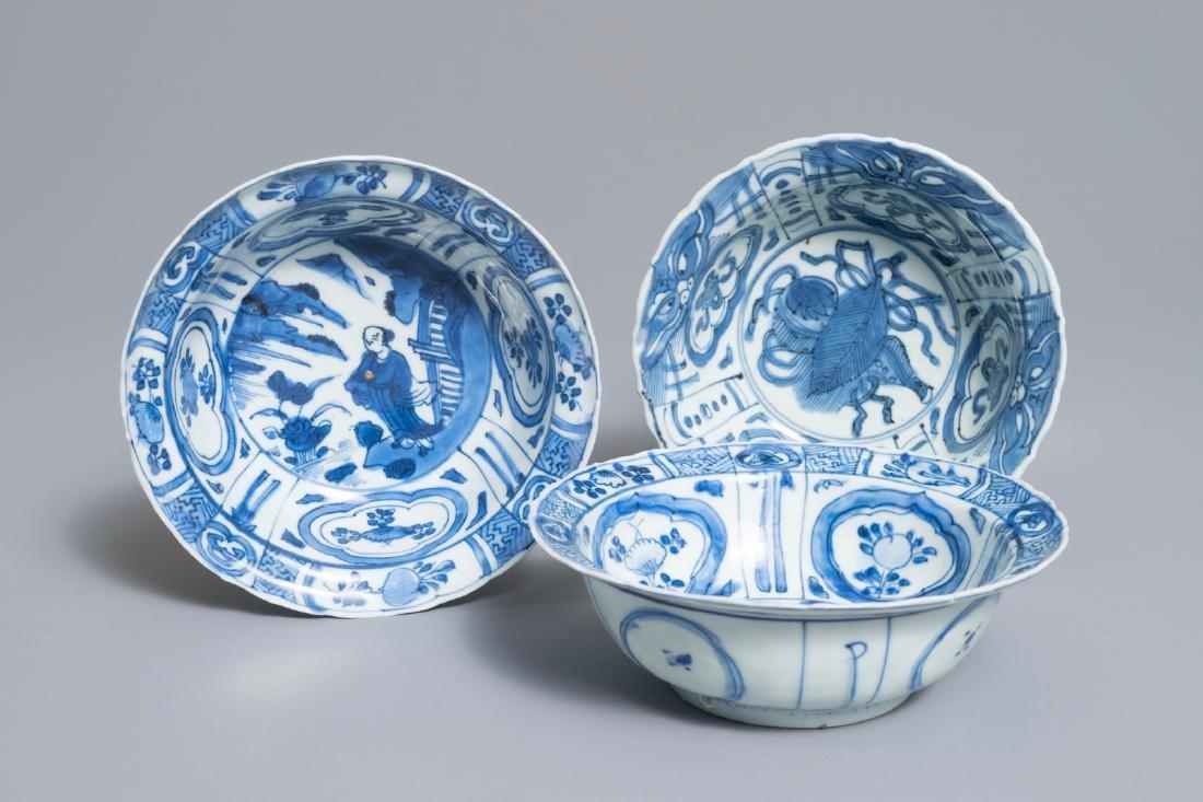 Three Chinese blue and white kraak porcelain klapmuts