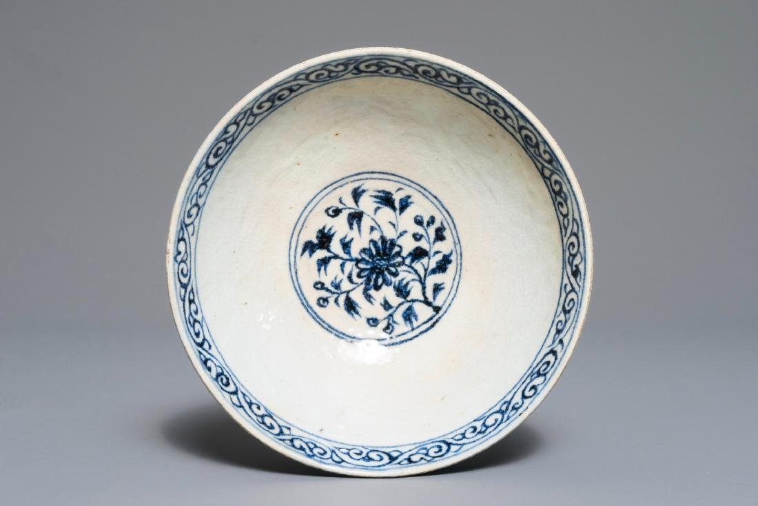 A Vietnamese blue and white bowl with floral design,
