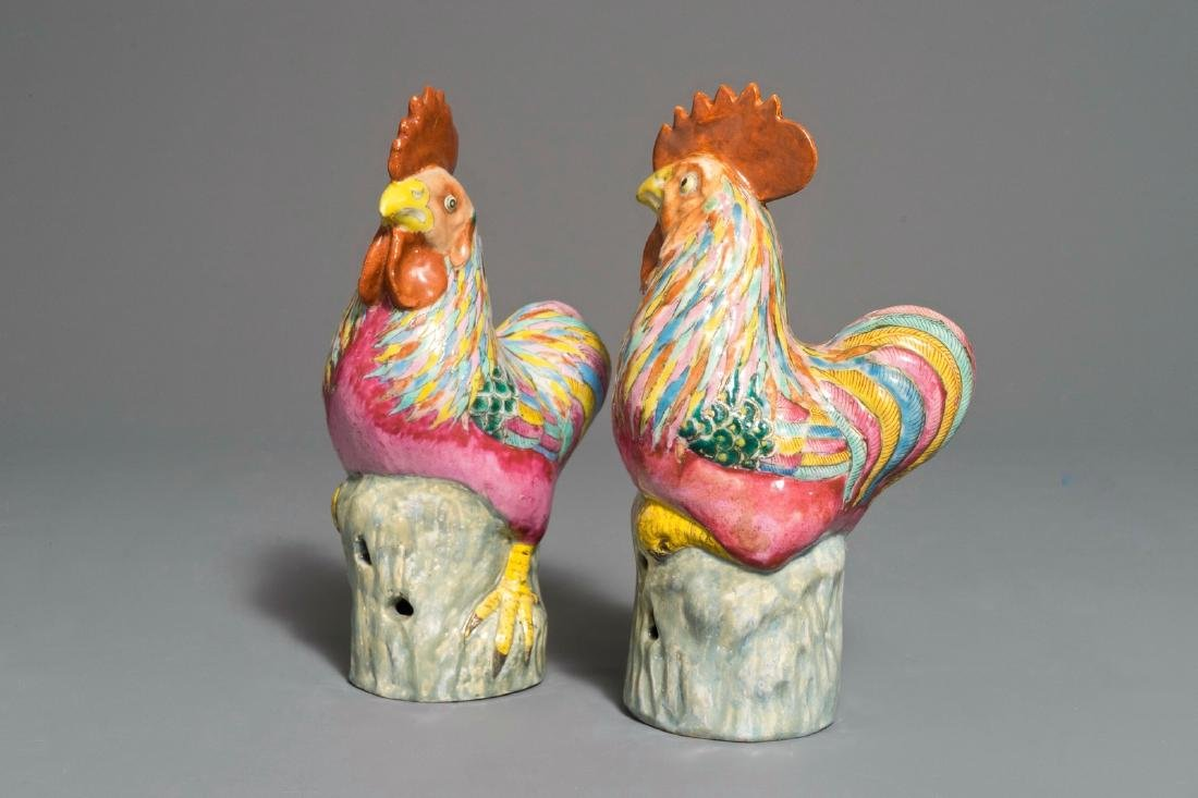 A pair of Chinese famille rose roosters, 18/19th C.