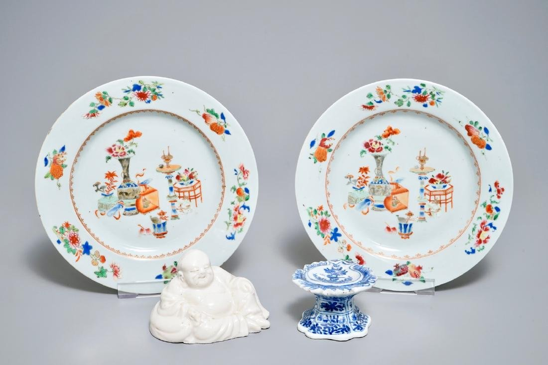 A pair of Chinese famille rose plates, a blue and white