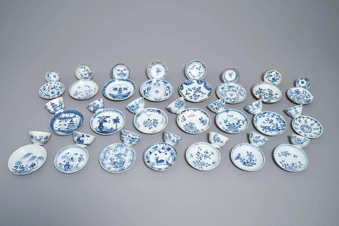22 sets of Chinese blue and white cups and saucers,