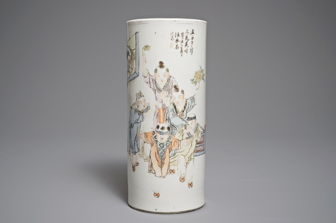 A Chinese qianjiang cai hat stand, 19/20th C.