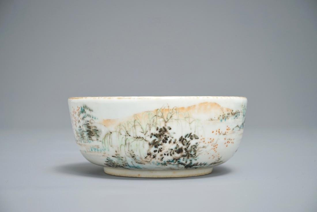 A Chinese qianjiang cai compartmented bowl, 19/20th C.