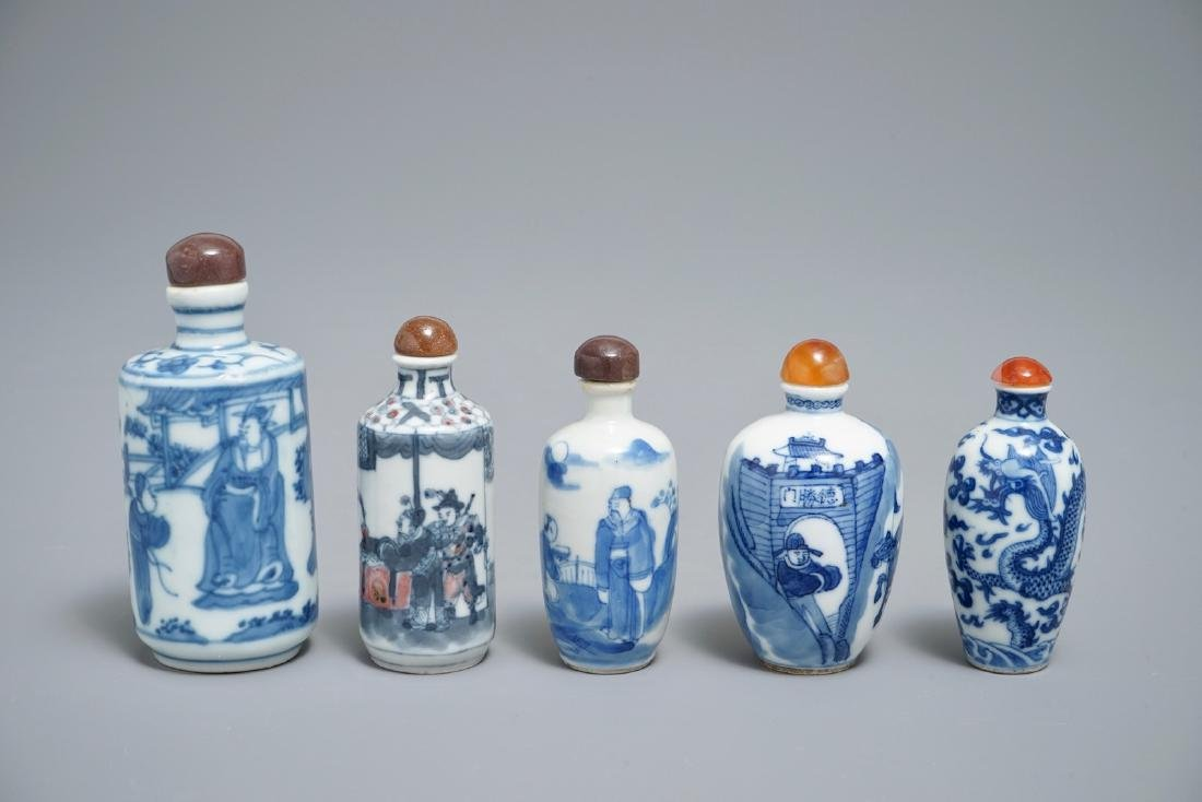 Five Chinese blue and white snuff bottles, 19/20th C.