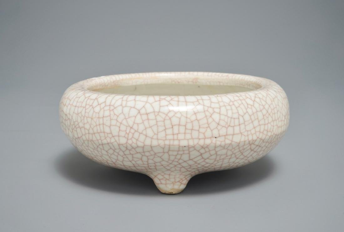 A Chinese ge-type crackle glazed censer, Ming/Qing