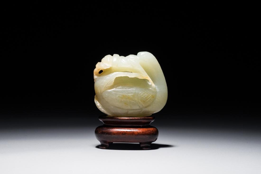A Chinese carved jade model of a goose, 19/20th C.