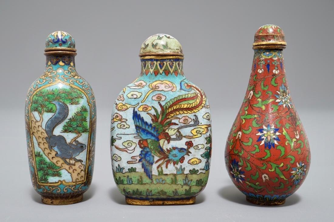 Three Chinese cloisonnŽ snuff bottles, 19/20th C.