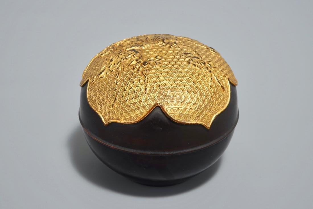 A round Chinese gilt-lacquered box and cover with