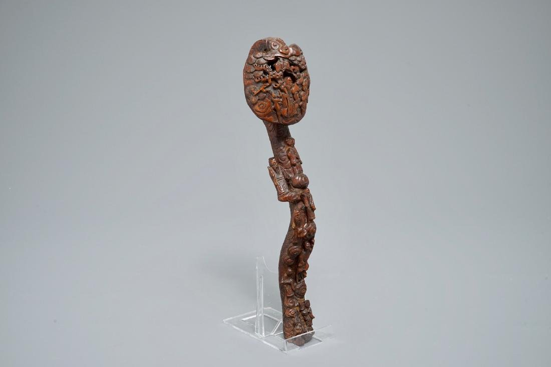 A Chinese carved wood ruyi scepter, 19/20th C.