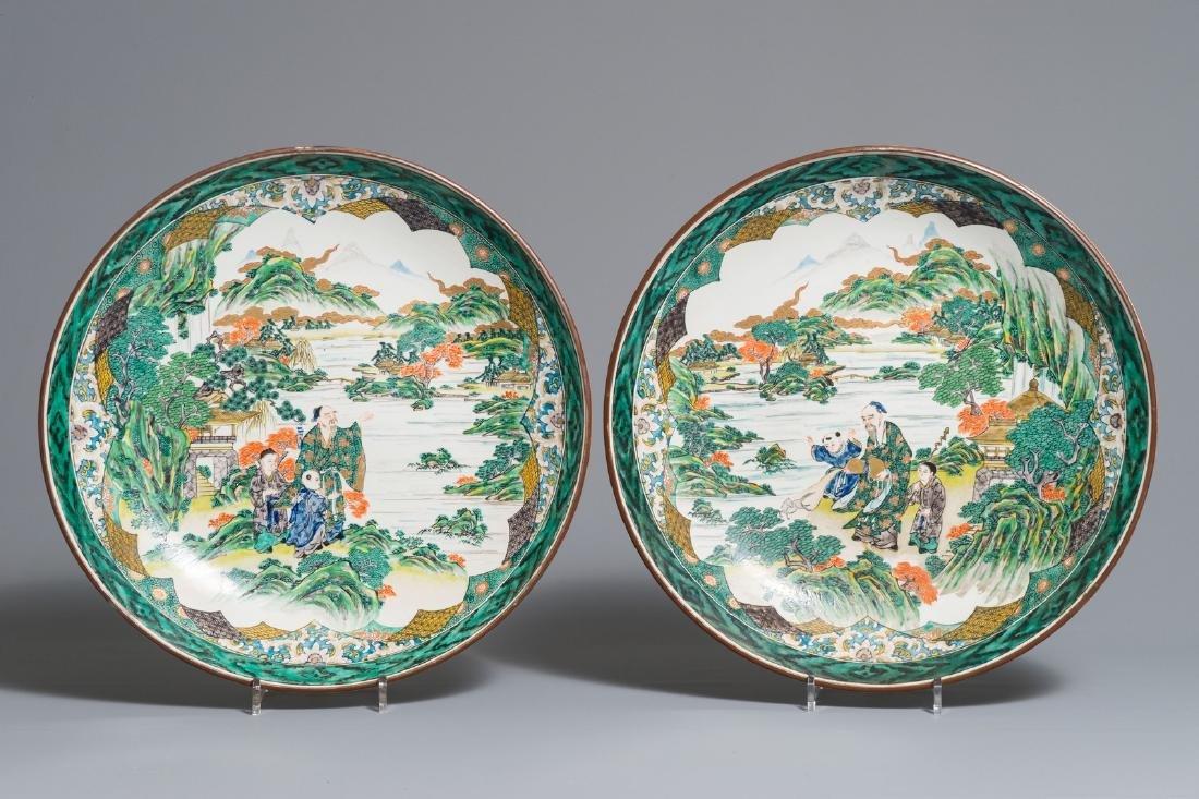 A pair of large Japanese Kutani dishes, Meiji/Showa,